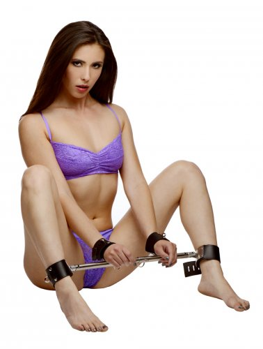 adjustable swiveling spreader bar with model