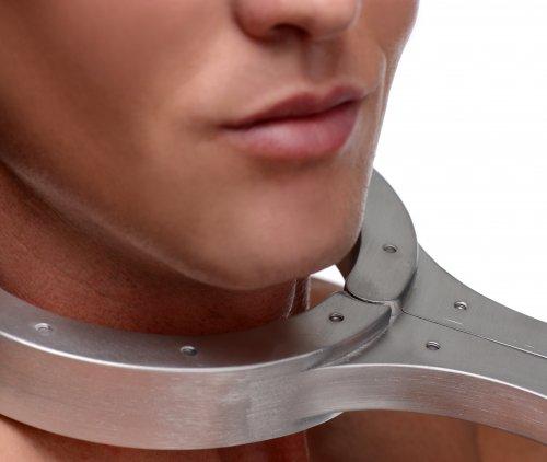 Metal Bondage Fiddle Close Up Front